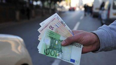 الأورو يتراجع مقابل الدينار